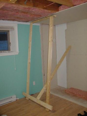 La patte est un 2x4 plus court que la hauteur du plafond for Installer une applique au plafond